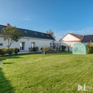 Maison rénovée deux chambres dressing jardin et garage en campagne