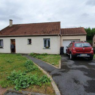 Plain pied individuel , 2 chambres , jardin clôturé , garage.